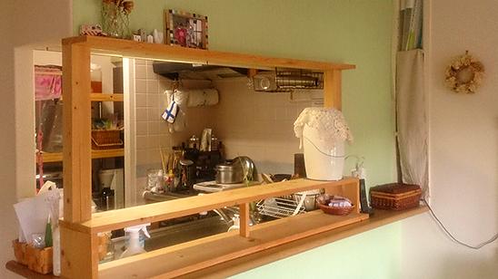 賃貸住宅のキッチンを「壁紙」で模様替え!〈小松家〉