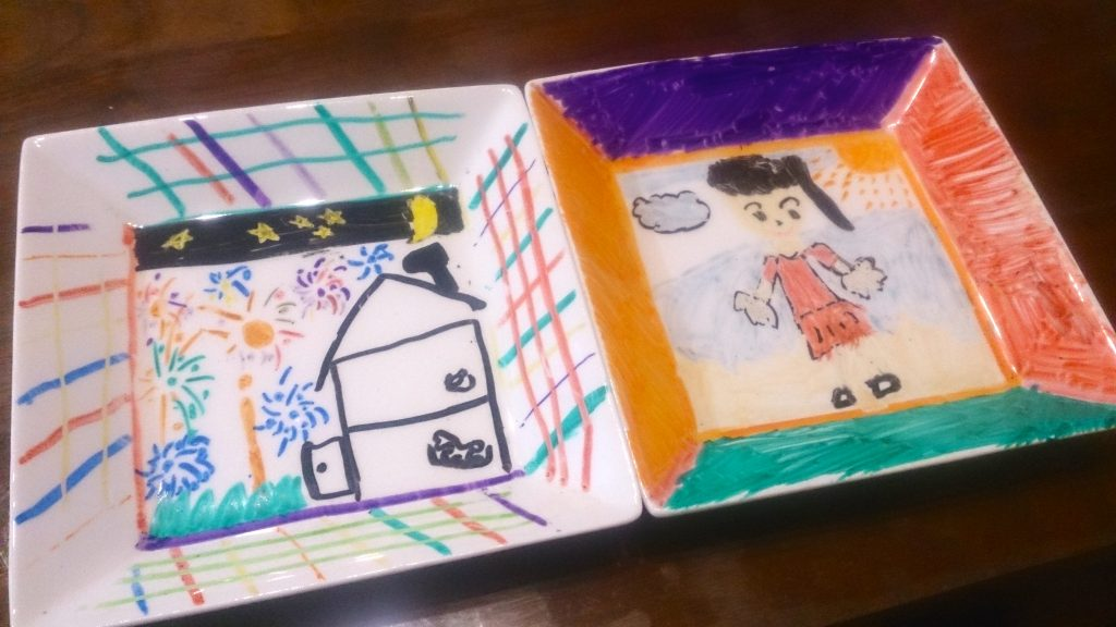 自由に絵を描いて、オリジナルのお皿を作りました!〈小松家〉