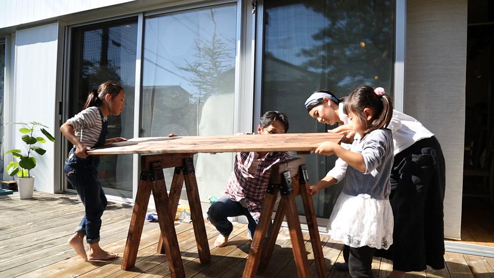 ソーホースブラケットで、アンティーク風テーブルが簡単にできました!〈小松家〉
