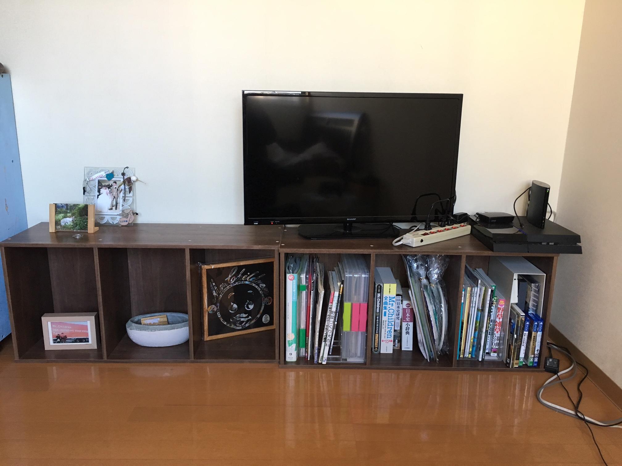 こちらが我が家の寝室のテレビ台兼そのまんまカラーボックスです 笑