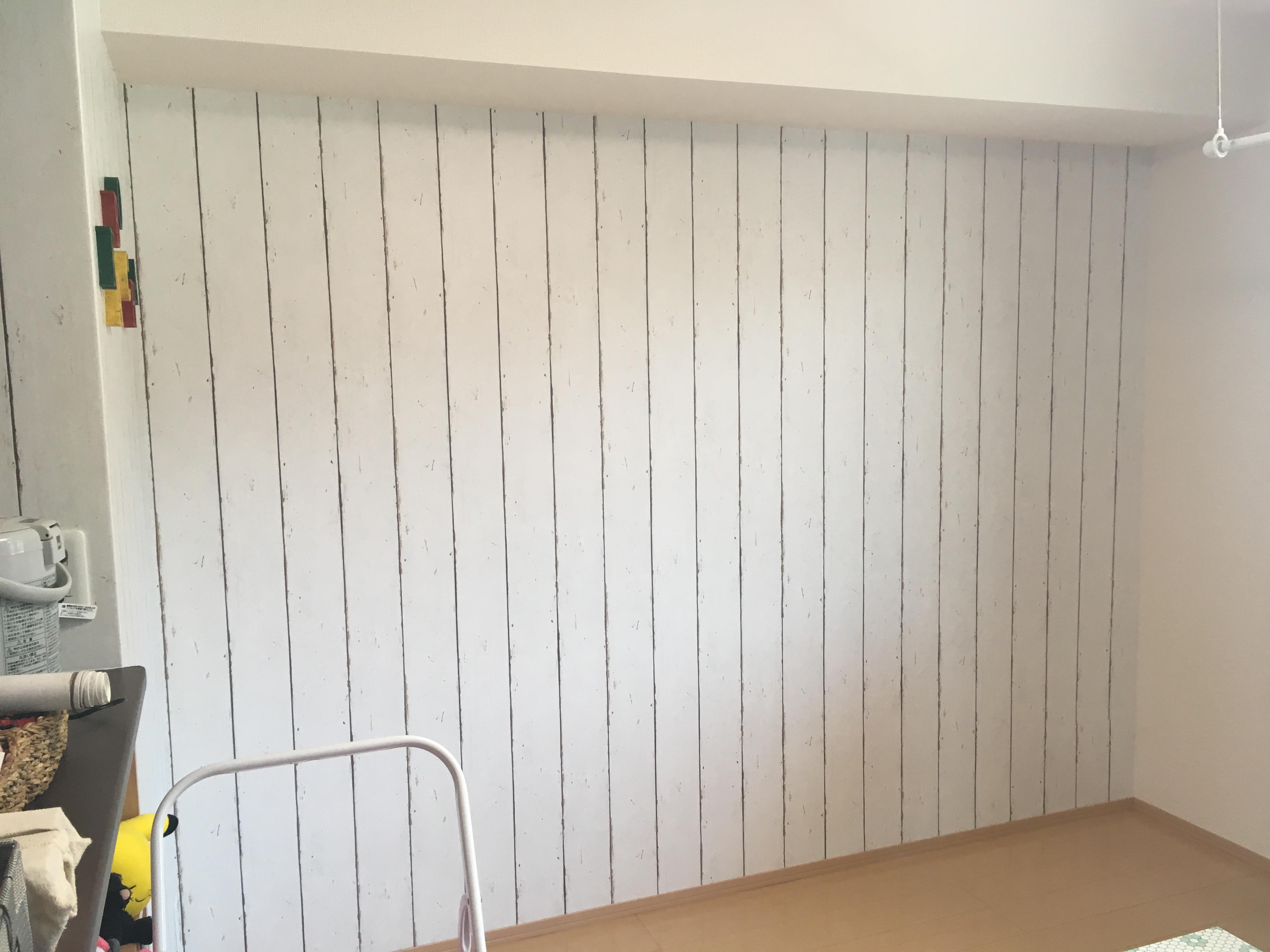 リビングdiy 壁面に輸入壁紙を貼りました 武田家 高知のみんなのdiy