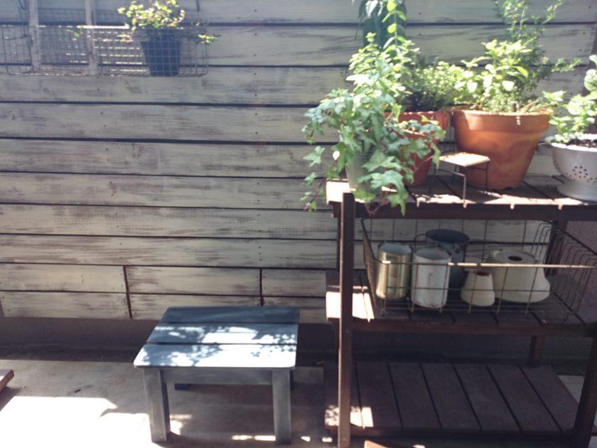 ベランダガーデニング「踏み台をミルクペイントfor Gardenでリメイク!」〈小松家〉