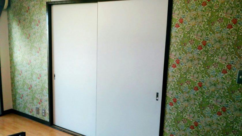 リビング変身①植物柄のマスキングテープで壁面を装飾!〈西森家〉