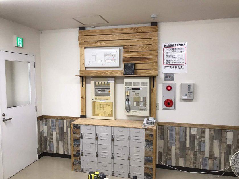 #5.事務所の壁面をすっきりシンプルにリメイク!  〈ハマート薊野店〉