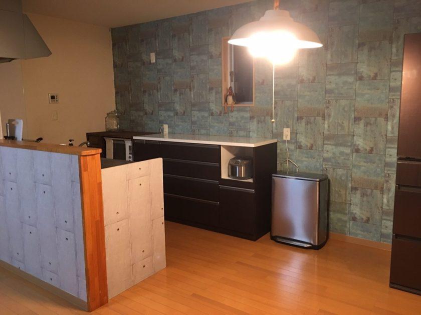 キッチン大改造①壁面を輸入壁紙でガラッとイメチェン!〈小野家〉