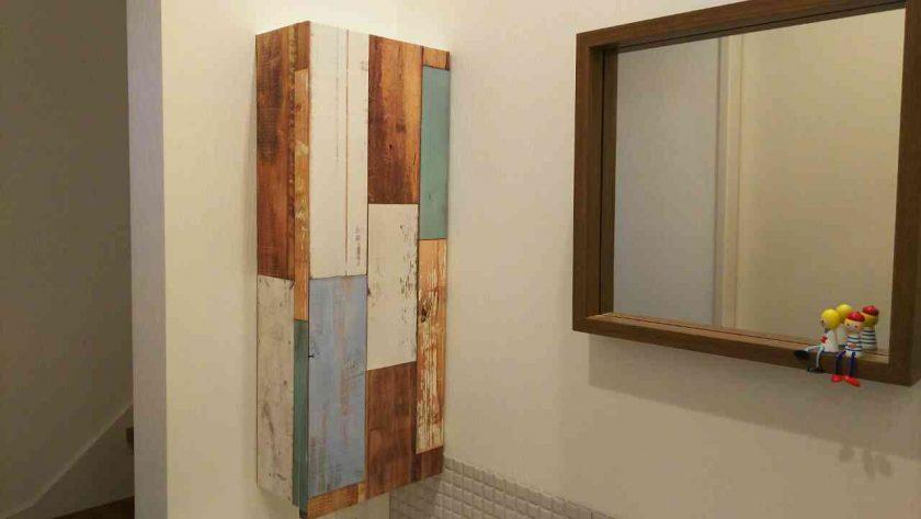 マスキングテープで洗面所のシンプルな壁掛棚をリメイク〈坂本家〉