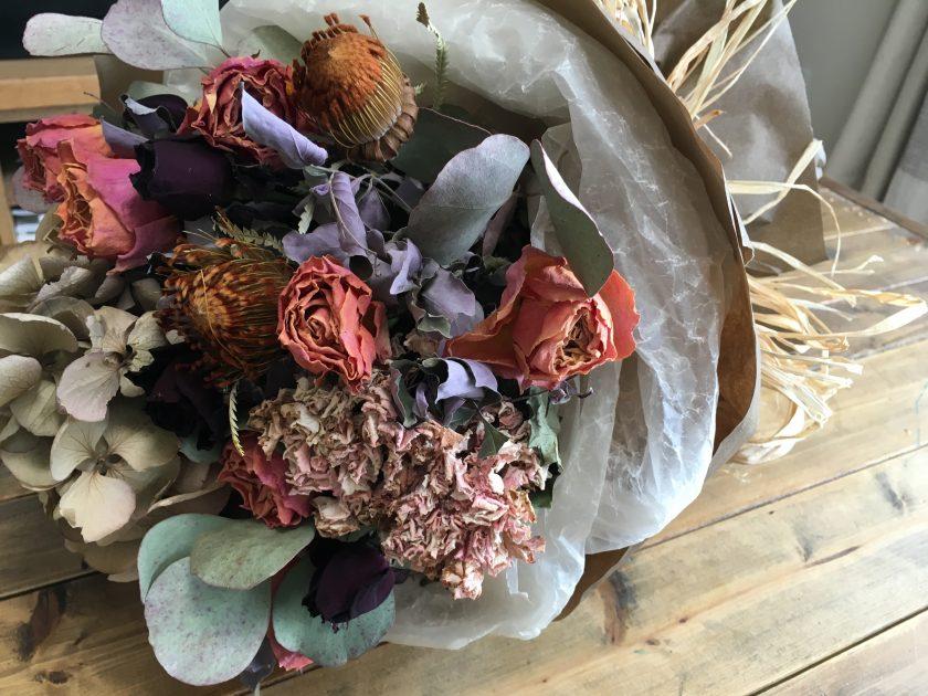 妻の誕生日に、ドライフラワーの花束をプレゼント〈高橋家〉