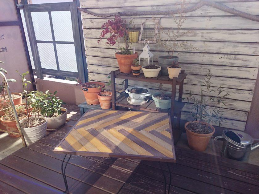 折り畳みテーブルをヘリンボーン柄にリメイク〈小松家〉