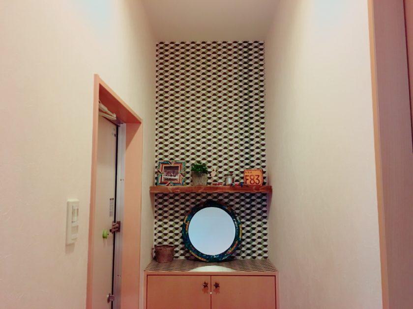玄関のデッドスペースに飾り棚を設置!〈小野家〉