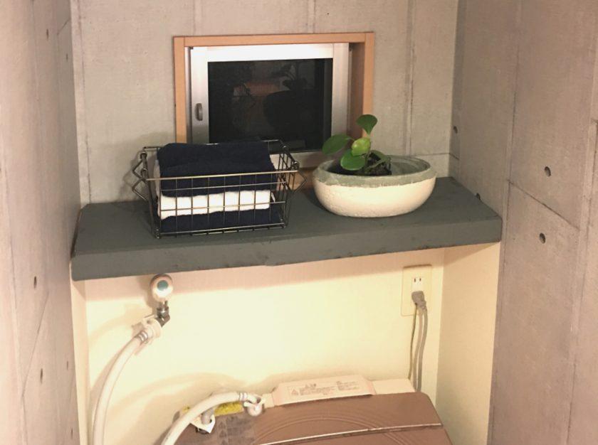 脱衣所改善③備え付けの飾り棚を隠して、無機質風にリメイク〈小野家〉