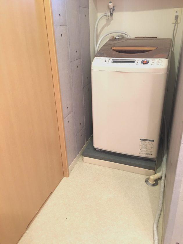 脱衣所改善②2×4材で簡単!洗濯機のパン隠し〈小野家〉