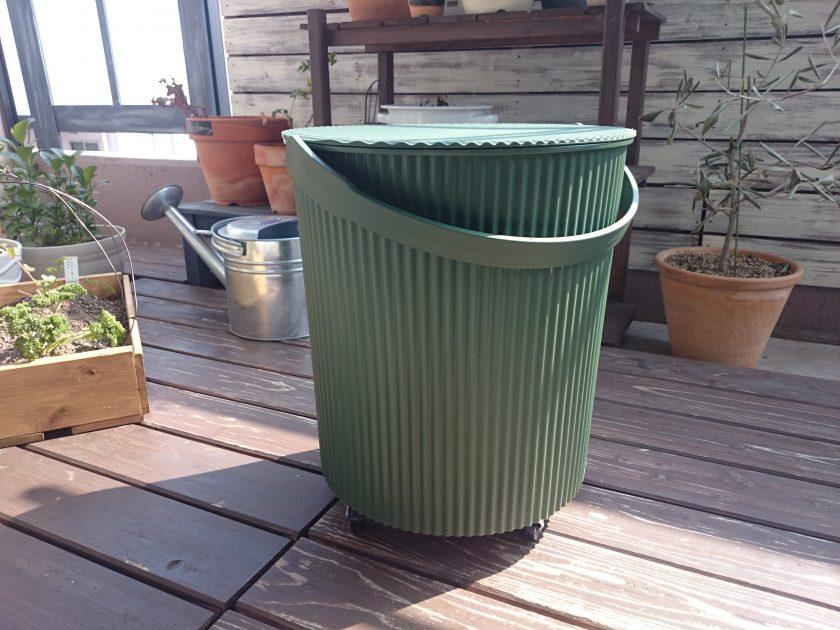 ベランダガーデニング「ガーデンツールバケット(フタ付き)にキャスターを取りつけ!」〈小松家〉