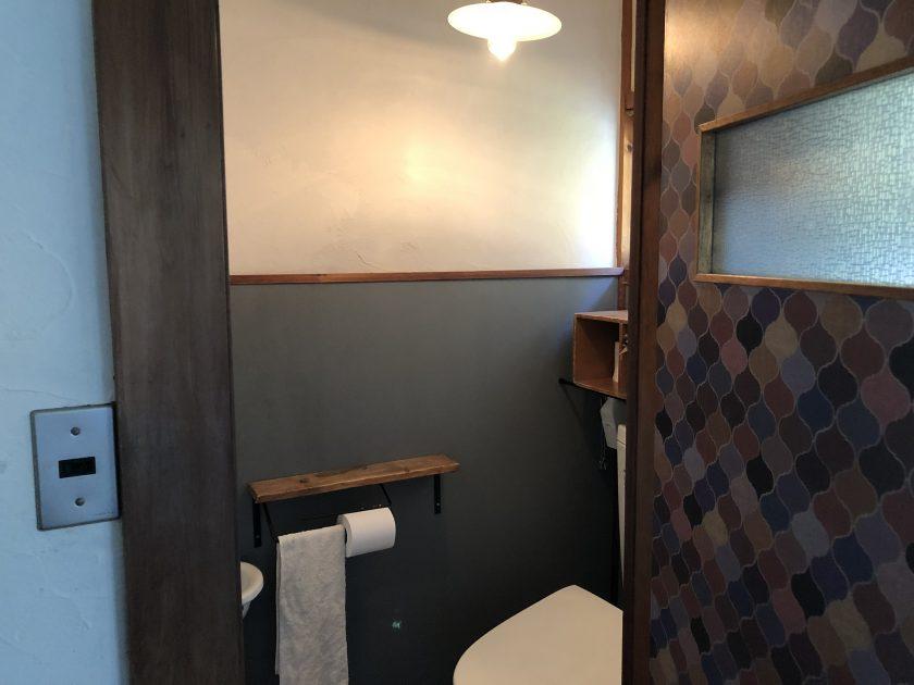 古い戸建て住宅のトイレをリフォーム&DIY⑥「トイレに必要な付属品をDIY」〈小松家〉