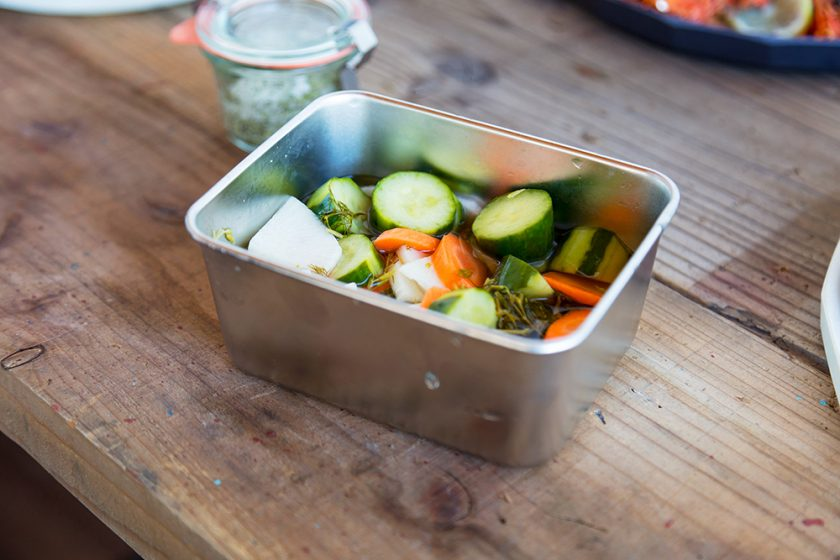 育てたハーブで簡単調理「ハーブピクルス」の作り方&お薦めのフードコンテナー