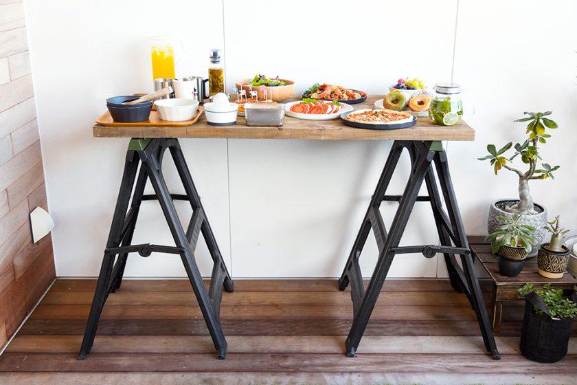 ワークレッグに古材天板を乗せた簡単作業テーブル